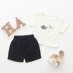 2-piece little bee print T-shirt, short pants set for Baby boy
